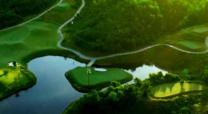 Bana Hills Golf course water trap